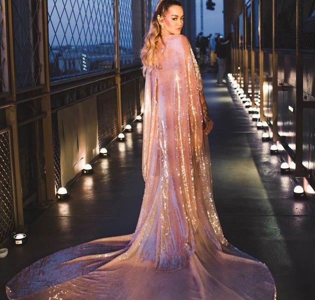 Эксклюзивный образ для Риты Оры от Fendi