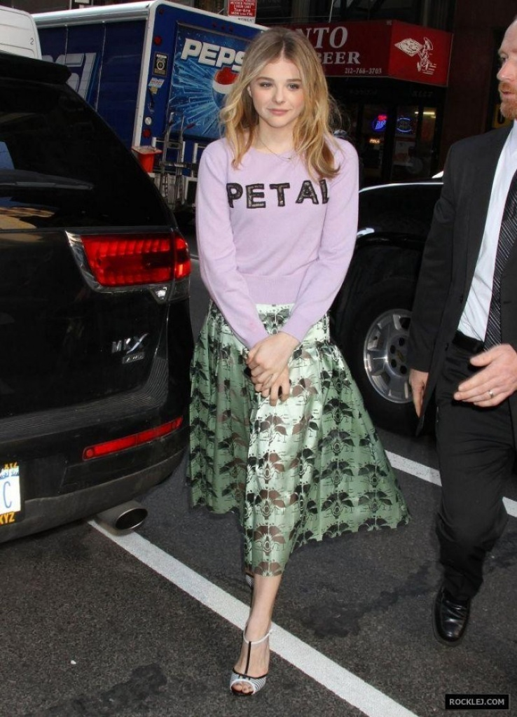 chloe-moretz-visits-the-today-show-in-new-york-city-april-2014_7.jpg