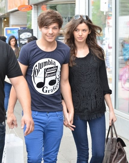 one-directons-louis-tomlinson-walks-hand-in-hand-with-gal-pal-5-435x580.jpg
